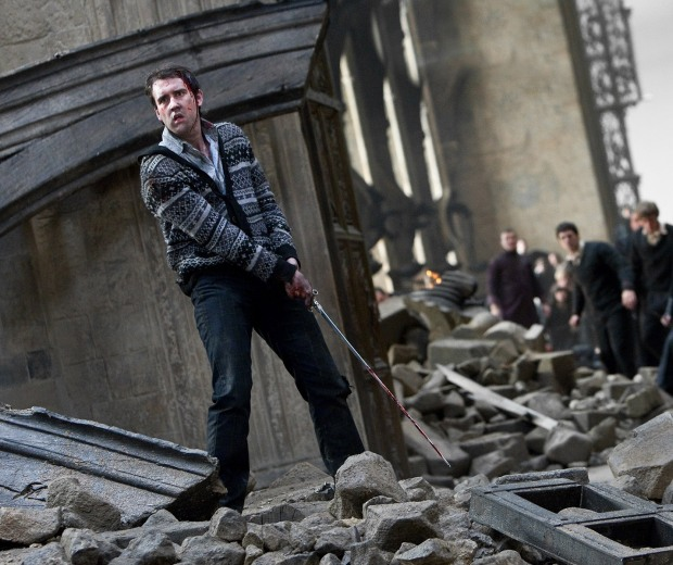 Dh2_neville_longbottom_using_the_gryffindor_sword_in_battle.jpg